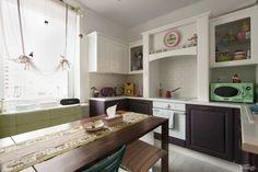Однокомнатная квартира на «Приморской» с фальш-камином, цветной мебелью и предметами декора, привезёнными из Индонезии, Швеции, Испании и других стран