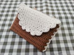 MiiMii - crafts for mom and daughter .: Magic szydełka- inspiration, stitches and patterns for each. Crochet Clutch, Crochet Purses, Crochet Hook Case, Crochet Hooks, Crochet Diagram, Crochet Patterns, Crochet Home Decor, Pattern Books, Knitting Stitches