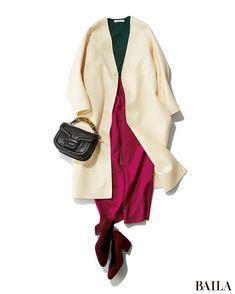 今季は、色×色のコーディネートが気分! ビビットなカラーをあえて掛け合わせて華やかなスタイルを。ベリーピンクに深い緑のかけ合わせは、実はしっくりきやすいコンビ。簡単におしゃれな印象になるおすすめの配色です。ホワイトのコートでシンプルにまとめれば、上品な雰囲気に。足もともカラーアイ・・・