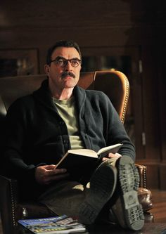 Tom Sellick: he only improves with time. Robert Redford, Tom Selleck Blue Bloods, Blue Bloods Tv Show, Movie Stars, Movie Tv, Jesse Stone, Blood Photos, Beauty Heroes, Perfect Posture