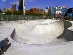 Skateboarding with a skyline view. We have to check this out! Vintage Bmx Bikes, New York City Travel, Ride Or Die, Skate Park, Wakeboarding, Building Design, Chelsea, Nyc, Exterior