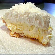 Coconut Banana Cream Pie Heads up coconut lovers, this pie is amazing, totally decadent, and the coconut crust is absolutely awesome. The crust takes it from ordinary to sublime. This is supposedly the recipe for Lawry's Coconut Banana Cream pie. Pie Dessert, Dessert Recipes, Pie Recipes, Chicken Recipes, Yummy Recipes, Dinner Dessert, Flour Recipes, Cooking Recipes, Gastronomia