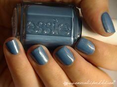 I love blue polish, I wish I could pull off wearing it!