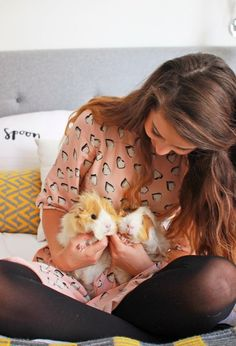 im dying those guinea pigs are so cute <3 But I wouldn't give up my piggies for hers!