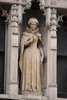 Statue of Mary, Queen of Scots.
