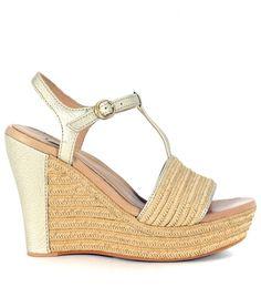 UGG UGG FITCHIE WEDGE SANDAL IN GOLDEN LEATHER AND BEIGE RAFIA. #ugg #shoes #