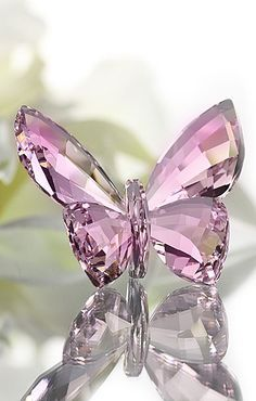 Are representations as beautiful as the original? She was meant to fly and hover, not to rest and reflect light. Swarovski Rose Crystal Figurine BUTTERFLY Rosaline New - Zhannel - 3