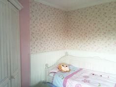Ferienwohnung auf Borkum. Wohnung Achtern. Unser hübsches Mädchen-Kinderzimmer. Auch hier kann eine Freundin auf der ausziehbaren Matratze schlafen. Das wird ein Spaß!   www.villa-robinson.de/wohnung-achtern/