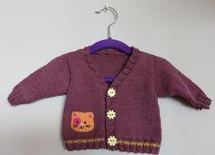 Gilet nouveau-né en tricot coton avec petit chat en prune et orange (naissance - 3 mois) : Mode Bébé par vacri-baby-and-kids