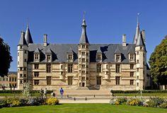 F06.Nevers.Palais Ducal.1161 - Liste von Burgen, Schlössern und Festungen in Burgund – Wikipedia – Foto Jochen Jahnke