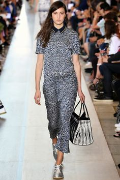 #‎TORY‬ ‪#‎BURCH‬ LORS DE LA FASHION WEEK DE ‪#‎NEW‬ ‪#‎YORK‬ PRINTEMPS ETE 2015. Click here; http://fashionblogofmedoki.blogspot.be