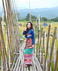 Thai Traditional Dress, Traditional Outfits, Thailand Fashion, Northeast India, Thai Dress, Folk Fashion, Thai Style, Group Costumes, Koh Tao