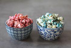 Buntes Popcorn Fingerfood. Bunter Partysnack für den Kindergeburtstag. Food Humor, Funny Food, Snacks Für Party, Bunt, Breakfast, Tableware, Heart, Amazing, Food For Kids