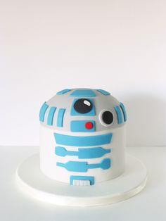 Peaceofcake ♥ Sweet Design: R2-D2 Cake • Bolo R2-D2