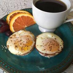 Breakfast Ham and Egg Cups Breakfast Crepes, Avocado Breakfast, Breakfast Dishes, Breakfast Casserole, Breakfast Healthy, Breakfast Ideas, Egg Recipes, Cooking Recipes, Healthy Recipes