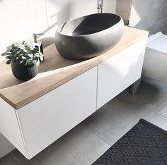 Badezimmer Waschtisch DIY: Bestå Sideboard + Eichenplatte + Terrazzo Waschbecken = <3