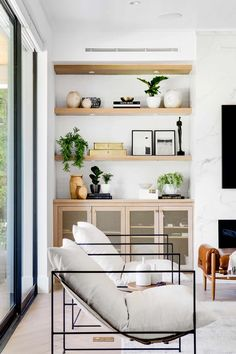 Living Room Modern, Home Living Room, Living Room Decor, Living Room Designs, White Fireplace, Interior Design, Furniture, Home Decor, Interiors