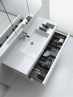 So you make your dream bath- So leistest du dir dein Traumbad WOW! This vanity for the bathroom offers a lot of space and looks great as well. You can find tips, ideas and inspiration on the subject of bathing www.wohn-dir-was.de Pictures (c) Duravit - Cozy Bathroom, Modern Bathroom, Small Bathroom, Contemporary Bathrooms, Bathroom Vanities, Bathroom Furniture Design, Bathroom Design Luxury, Furniture Storage, Bad Inspiration