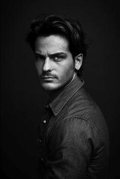black and white portrait male - Buscar con Google