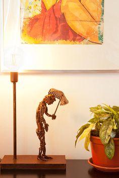 Lámpara de mesa en hierro envejecido ( 40 x 60 x 20 cm) #Arte, #lampara, #metal, #muebles #diseño #artesano. #Art, #lamp, #furniture #craftsman #design