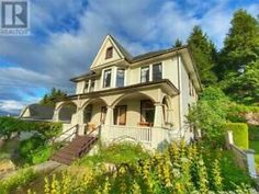 Home Insurance Quotes, Covered Front Porches, Grand Homes, View Map, Bay Window, Skylight, British Columbia, The Dreamers