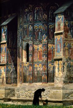 muirgilsdream:    A view of Moldovita Monastery, Romania.