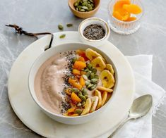 Smoothie bowls are a fun change to your normal breaky. This bowl is richly flavoured with coconut, banana and cacao - delicious and nutritious! Cacao Smoothie, Smoothie Bowl, Smoothies, Egg Recipes For Breakfast, Brunch Recipes, Breakfast Ideas, Breakfast Quiche, Vegetarian Breakfast, Raw Food Recipes
