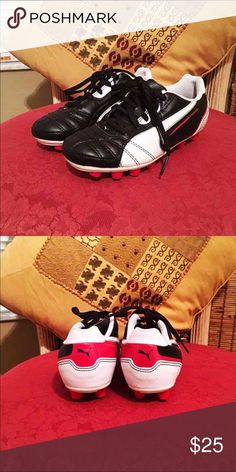 """""""Beautiful Tennis Baseball Spike PUMA"""" """"Beautiful Tennis Baseball Spike PUMA"""" Perfect for playing ball or some other occasion. Very comfortable, Color black, white and red. Child size # 13. Once used. In excellent condition. Puma Shoes"""