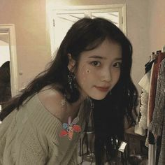 Cute Korean Girl, Asian Girl, Kpop Girl Groups, Kpop Girls, Iu Twitter, Young K, Idole, Iu Fashion, Kpop Aesthetic