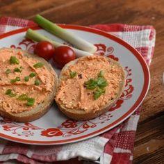 9 ínycsiklandó sós kence, amit tényleg bármikor elkészíthetsz | Nosalty Hummus, Baked Potato, Dips, Muffin, Food And Drink, Potatoes, Cream, Baking, Breakfast