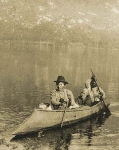 Sinixt Men and Dog in Sturgeon Nosed Canoe, Arrow Lake,Kootenays Native American Tribes, Native American History, First Nations, Grizzly Bear Habitat, Rare Fish, First Humans, Historical Images, Native Indian, American Pride