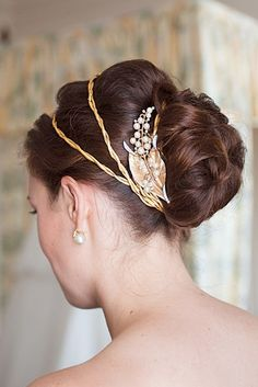 Greek goddess crown for wedding updo Best Wedding Hairstyles, Vintage Hairstyles, Pretty Hairstyles, Hairstyle Ideas, Grecian Hairstyles, Hairstyle Photos, Style Hairstyle, Bridal Hairstyles, Greek Hairstyles