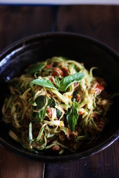 This Rawsome Vegan Life: Zucchini Spaghetti with Sun-Dried Tomatoes and Basil. Raw Vegan Recipes, Vegan Foods, Vegetarian Recipes, Healthy Recipes, Alkaline Recipes, Healthy Foods, Eating Raw, Healthy Eating, Clean Eating