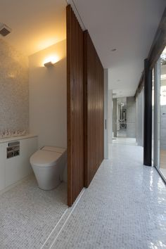 Amazing Sliding Walls With Storage - decoratop Toilet Design, Door Design, House Design, Sliding Wall, Sliding Doors, Bathroom Interior, Modern Bathroom, Ideas Baños, Interior Architecture