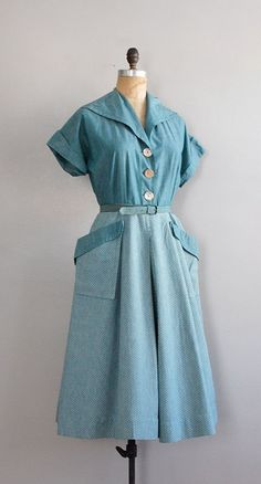 Possibly can make a replica with a thrifted blouse and fabric or skirt? The blouse would need to have long sleeves to make the big collar out of. 50s Dresses, Pretty Dresses, Vintage Dresses, Vintage Outfits, Vintage Clothing, 1950s Fashion, Vintage Fashion, Vintage Style, Retro Dress