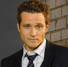 """Seamus Dever (Detective Kevin Ryan on """"Castle"""") is a cyclist and a huge fan of LA's public transit system. He loves the diversity of people he gets to see that way. it's pretty amazing. Seamus Dever, Castle Tv Shows, Great Love Stories, Actors Images, We Are The World, Stana Katic, Music Tv, Celebs, Celebrities"""
