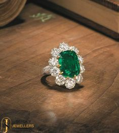 This emerald ring is perfect to make a style statement