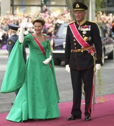 Queen Sonja and King Harald of Norway arrive at Oslo Cathedral for the wedding ceremony; wedding of Crown Prince Haakon of Norway and ms. Mette-Marit Tjessem Høiby, August 25th 2001