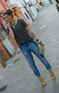 Jeans destroid. Look basico chique, diferencial para os acessorios.