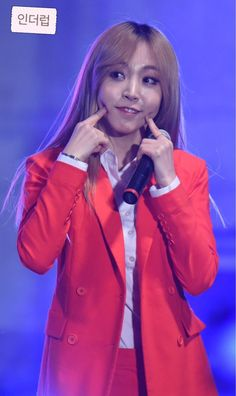 How can Moonbyul be so cute?