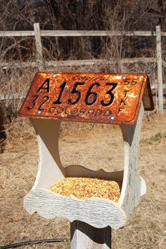 License plate bird feeder--I bet my husband could make one of these for me. License Plate Crafts, Old License Plates, License Plate Art, Licence Plates, Rustic Bird Feeders, Bird House Feeder, Garden Crafts, Garden Projects, Wood Projects