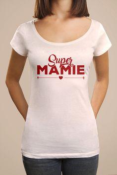 """Tee shirt cadeau imprimé """"Super Mamie"""", modèle femme. Tee shirt original personnalisé manches courtes, coupe femme pour une idée de cadeau d'anniversaire ou de noël et la fête des grands mères."""
