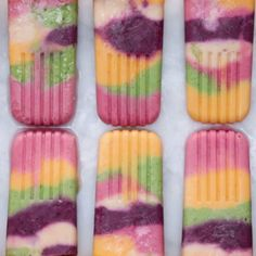 These Tie-Dye Fruit Pops Are The Perfect Colorful Treat For Summer Receta para Paletas! Fruit Popsicles, Fruit Ice Pops, Healthy Popsicles, Homemade Popsicles, Fruit Snacks, Healthy Snacks, Tasty Videos, Frozen Desserts, Frozen Treats
