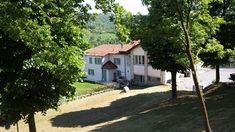 Großes Bauernhaus in den Langhe Hügeln der friedlichen Lage mit schöner Aussicht Location, Shed, Outdoor Structures, Beautiful, Plants, Farm Cottage, Cottage House, Pets, Nice Asses