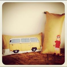 Little Miss Sunshine + Almofada + Pillow + Yellow + Kombi + Loja Mosaico de Ideias - Instagram photo by @mosaicodeideias