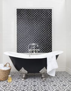 A black-and-white bathroom with an encaustic patterned floor. Black And White Bathroom Floor, White Bathroom Tiles, Black And White Tiles, Bathroom Floor Tiles, Wall And Floor Tiles, Master Bathroom, Cement Bathroom, Tan Bathroom, Black White