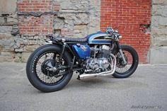 1975 Honda CB 750 Four, estilo Brat, cor azul. Cafe Racer Honda, Cafe Racers, Cb 750 Cafe Racer, Cafe Racer For Sale, Cafe Bike, Cafe Racer Build, Cafe Racer Bikes, Brat Motorcycle, Brat Bike