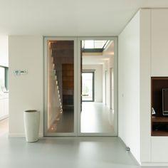 Moderne glazen deur met aluminium frame