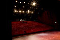 Theaterzaal zicht vanaf het podium