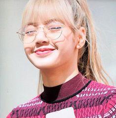 Lalisa manoban - manoban ❤️❤️❤ so cuteeee😘 . Kim Jennie, Yg Entertainment, K Pop, Rapper, Lisa Blackpink Wallpaper, Blackpink Memes, Kim Jisoo, I Miss Her, Blackpink Lisa